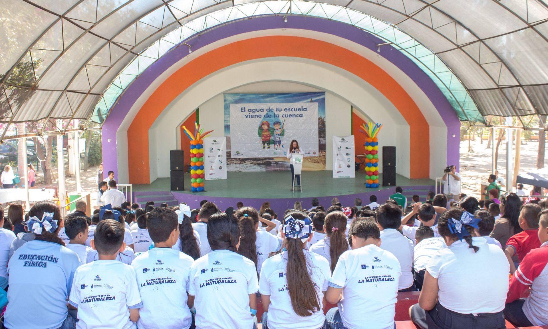 Evento de comunicación con escuelas primarias